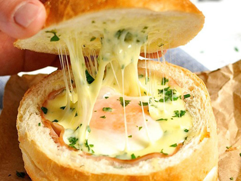 Яйце в булочці